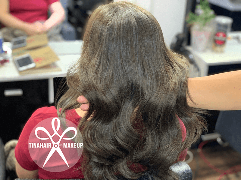 Phục hồi tóc hư tổn và nhuộm nâu tây